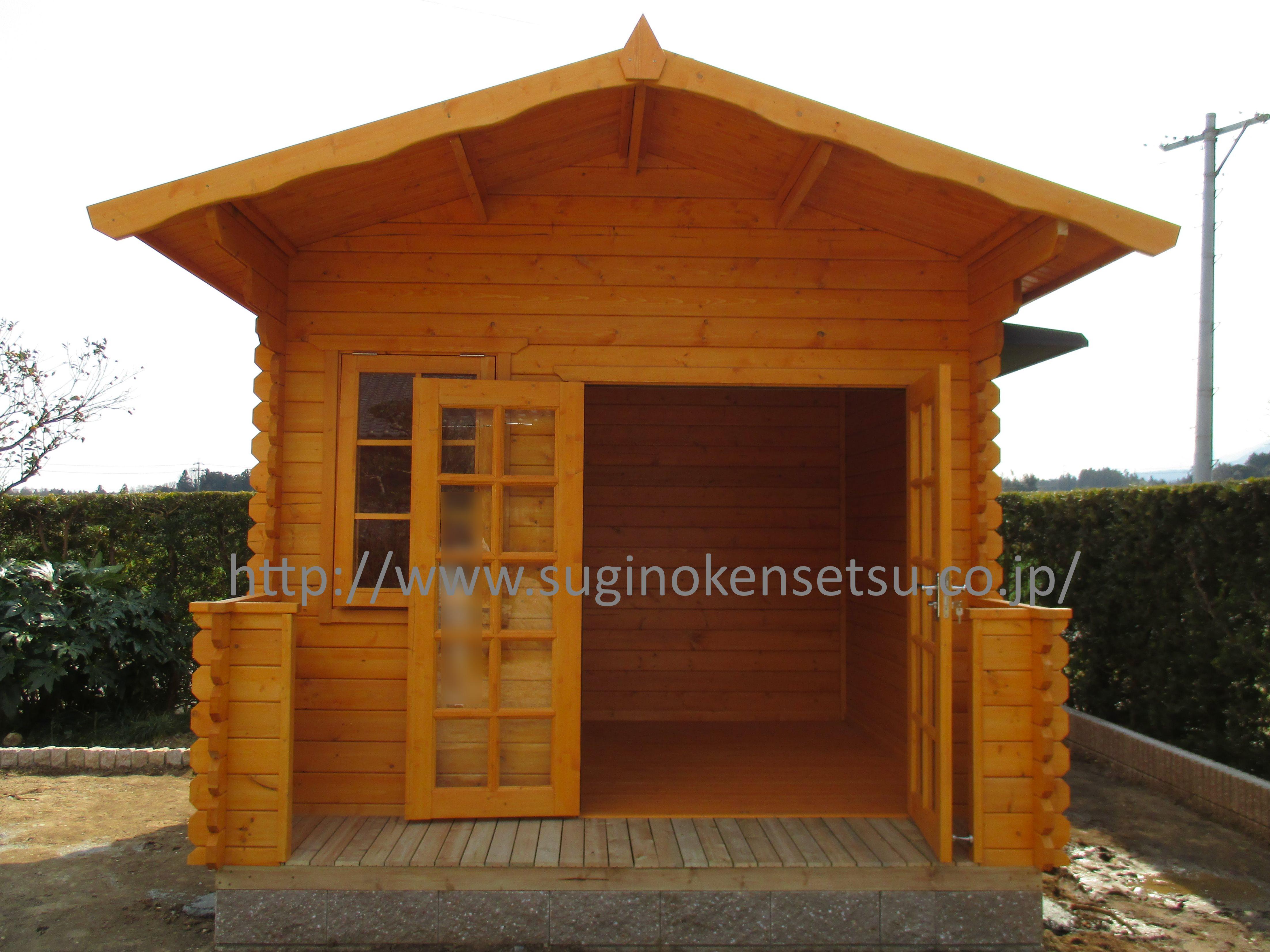 木製小屋内部