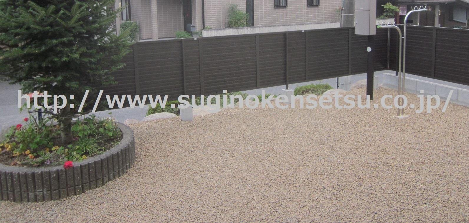 目隠しフェンス、防草対策、砂利敷き