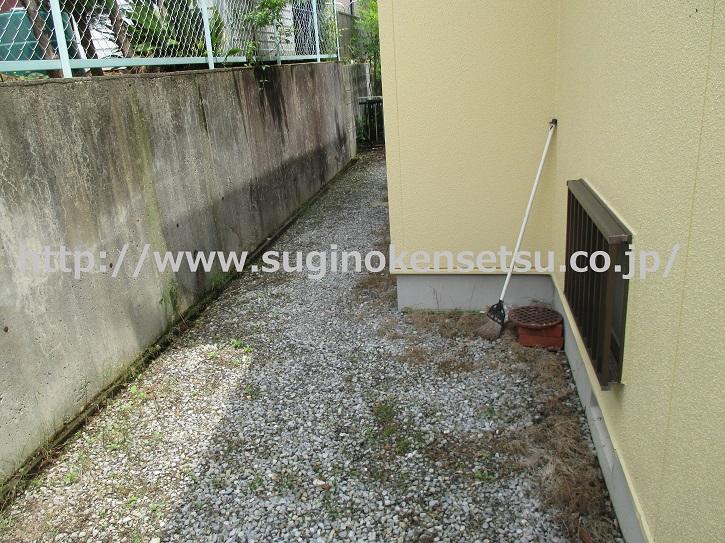 建物まわり防草対策施工前