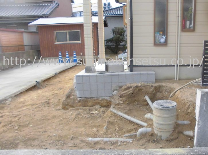 施工中、既存車庫、門周り解体