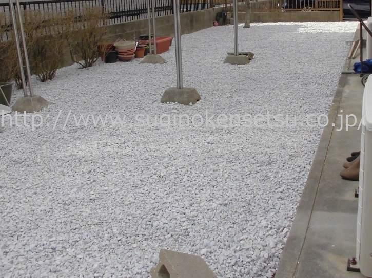 防草シート、砂利敷き後