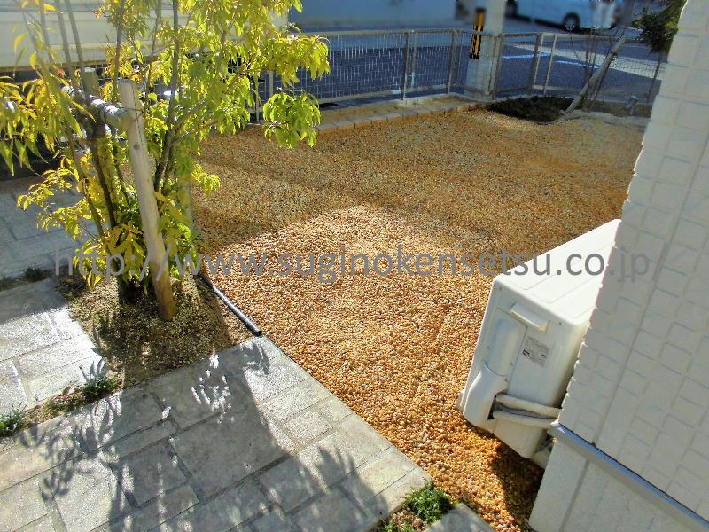 花壇・防草シート+砂利敷き 施工後 建物側から