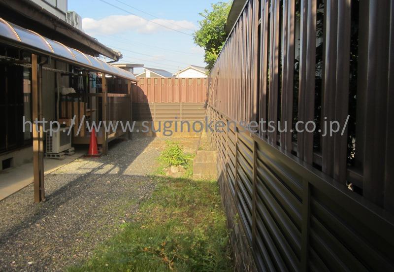 施工後 オータムブラウンのお色のフェンスがお庭にマッチしています。